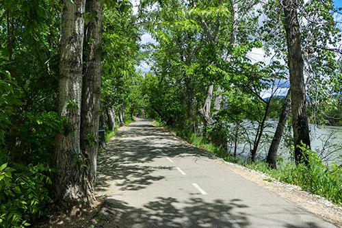 Greenbelt path along the Boies River in Garden City