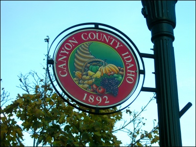 Caldwell Canyon County Seal Street Sign
